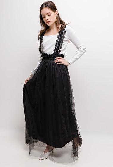 Robe longue vendue sans t-shirt. La mannequin mesure 168cm, TU correspond à 38/40. Longueur:145cm