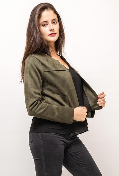 Collarless jacket, open front. The model measures 172cm and wears S. Length:40cm