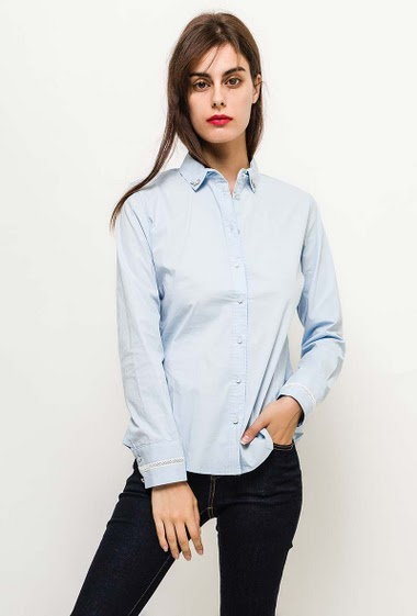 Cotton shirt, fancy buttons, collar with diamonds. The model measures 176cm and wears S. Length:70cm