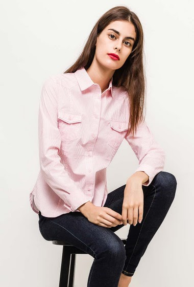 Slim shirt, printed anchors. The model measures 176cm and wears S. Length:70cm