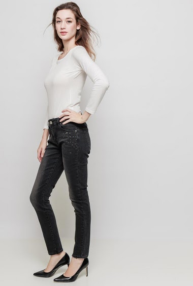 Stretch jeans with pocket decorated with stud, slim fit. The mannequin measures 177 cm and wears M