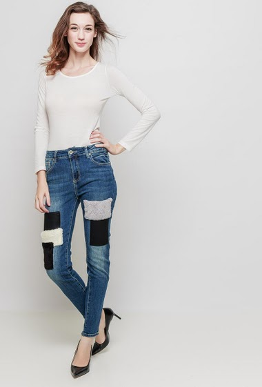 Jeans with patches, slim fit. The mannequin measures 177 cm and wears M