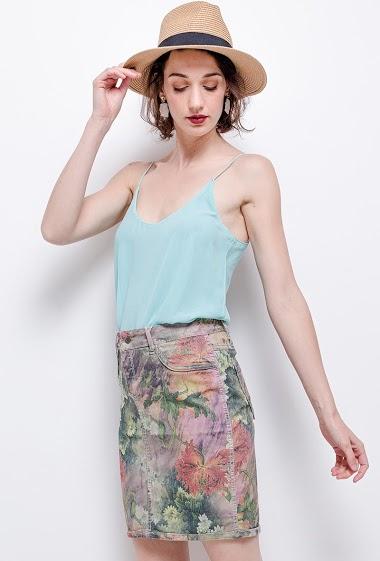 Printed or plain skirt. The model measures 177cm