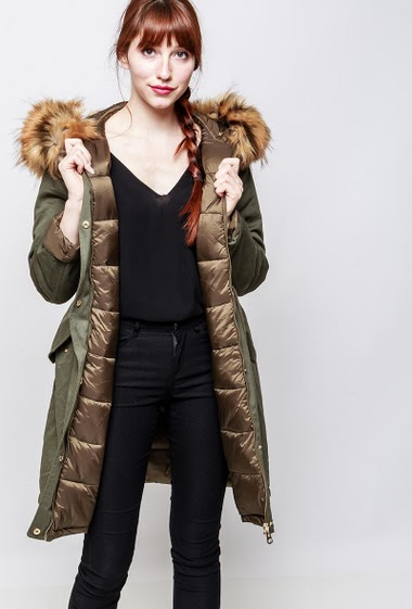 Quilted coat or parka, pockets, hood decorated with removable fur. The model measures 174cm and wears S