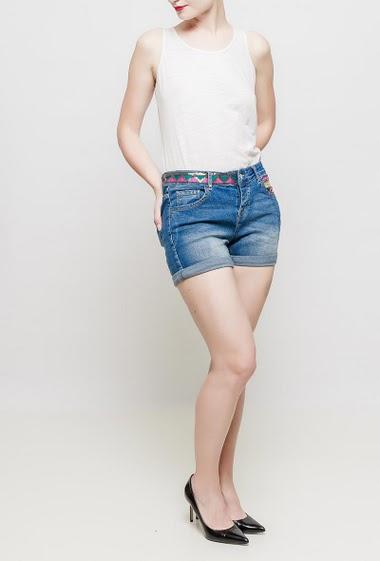 Short en jean avec broderie, poches fantaisie, coupe décontractée