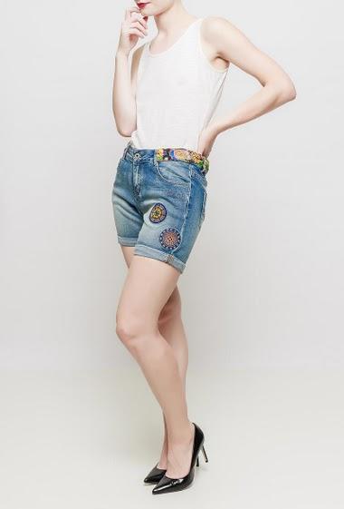 Short en jean avec broderie, taille imprimée, poches, coupe décontractée
