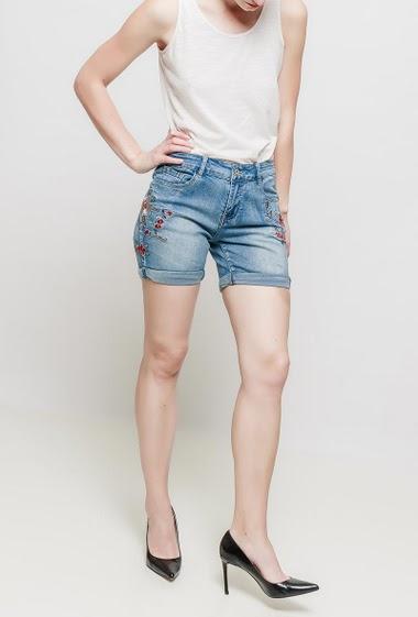 Short en jean avec broderies, poches, coupe décontractée