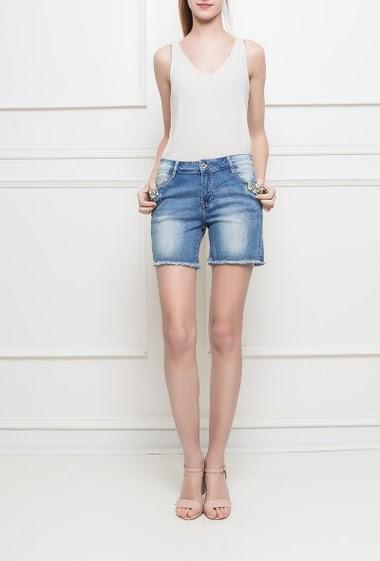 Short en jean, poches, perles fantaisie, tissu stretch, bords bruts