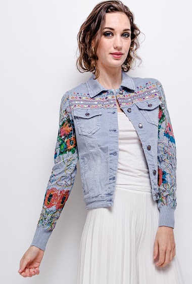 Jacket with printed sleeves in knit. The model measures 177 cm