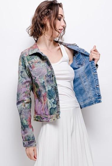 Printed jacket or simple jacket. The model measures 177 cm