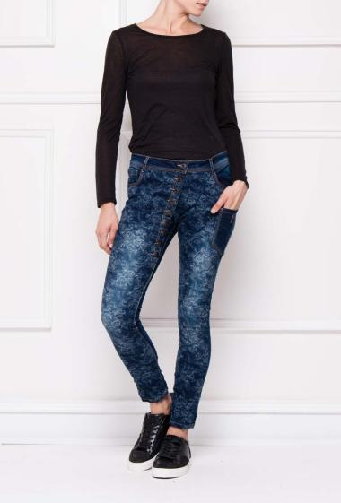 Onado - Buttoned jeans with printed flowers on the front, slim fit