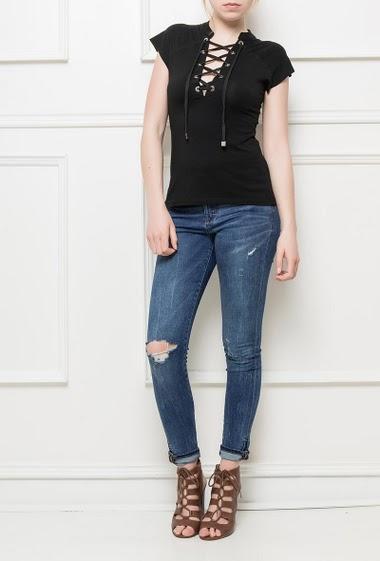 T-shirt à encolure avec lacet et œillets, jersey doux, manches courtes