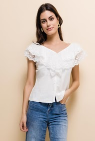AZAKA II blouse with lace