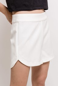 BACHELORETTE chic shorts with rounded hem