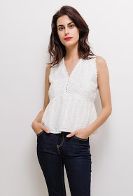 BY SWAN blouse in english embroidery
