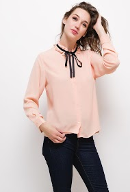 BY SWAN shirt with embroidered collar