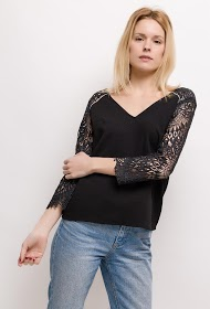 EMMA & ELLA blouse with lace sleeves