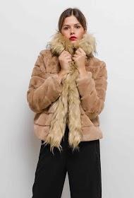ESTHER.H PARIS manteau en fourrure