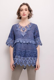 HAPPY LOOK blouse with lace