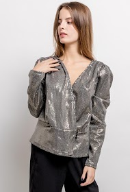 IN VOGUE shiny blouse