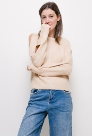 IN VOGUE knitted sweater with bare shoulders