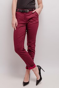 LOOKING patterned pants