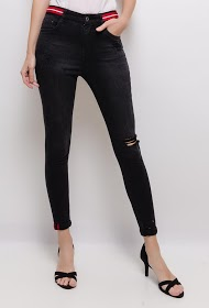 QUEEN HEARTS ripped skinny pants