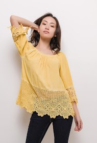 VETI STYLE blouse with lace
