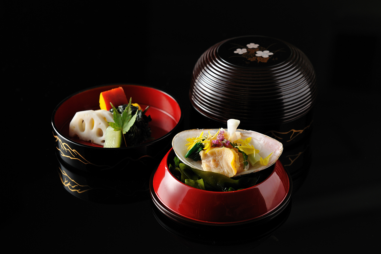 Belle présentation de plats japonais - L'art de la restauration japonaise