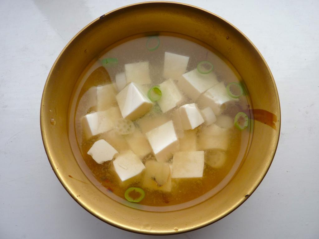 Soupe Miso servie dans un bol