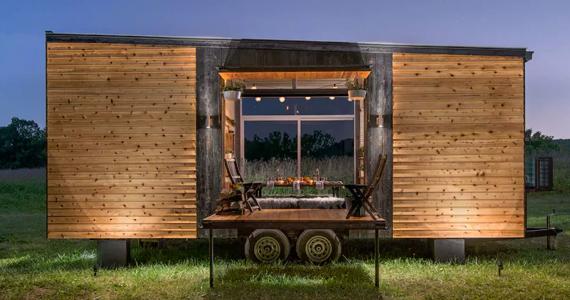 Une luxueuse mini-maison avec table pour 8 personnes