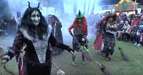 Incroyablement belle danse des sorcières de la nuit de Walpurgis