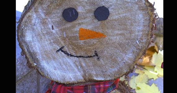 Un joyeux bonhomme de neige rustique adorable et simple à faire