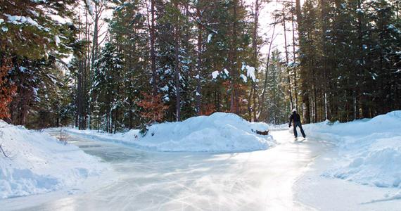 15 kilomètres de sentiers pour patiner en pleine forêt!