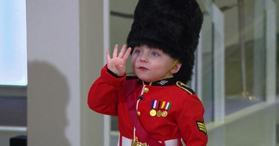 Cet adorable garde de 4 ans vole le spectacle le jour de son anniversaire