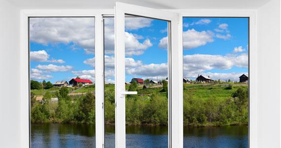 5 astuces maison pour nettoyer les vitres plus efficacement