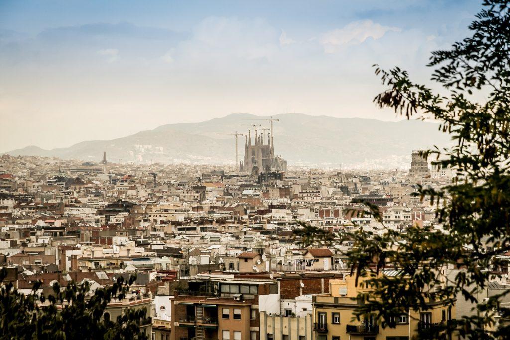 Ev alınca vatandaşı olabileceğiniz ülkelerden biri de İspanya.