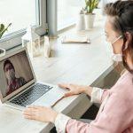 Mujer busca comprador online para su casa durante el coronavirus
