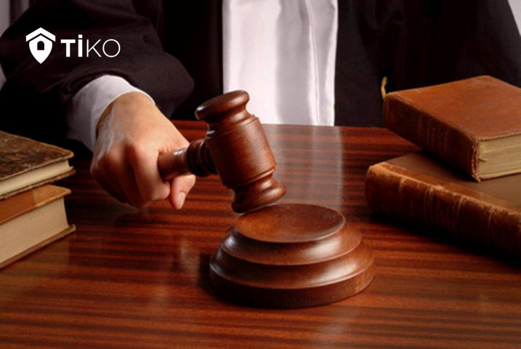 Juez dictaminando venta de casa