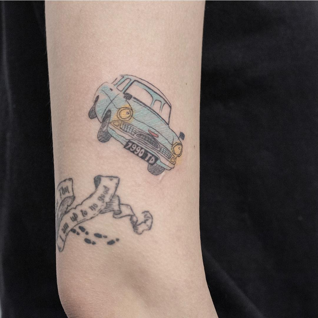 Book lovers tattoo of the Weasley's car from Harry Potter