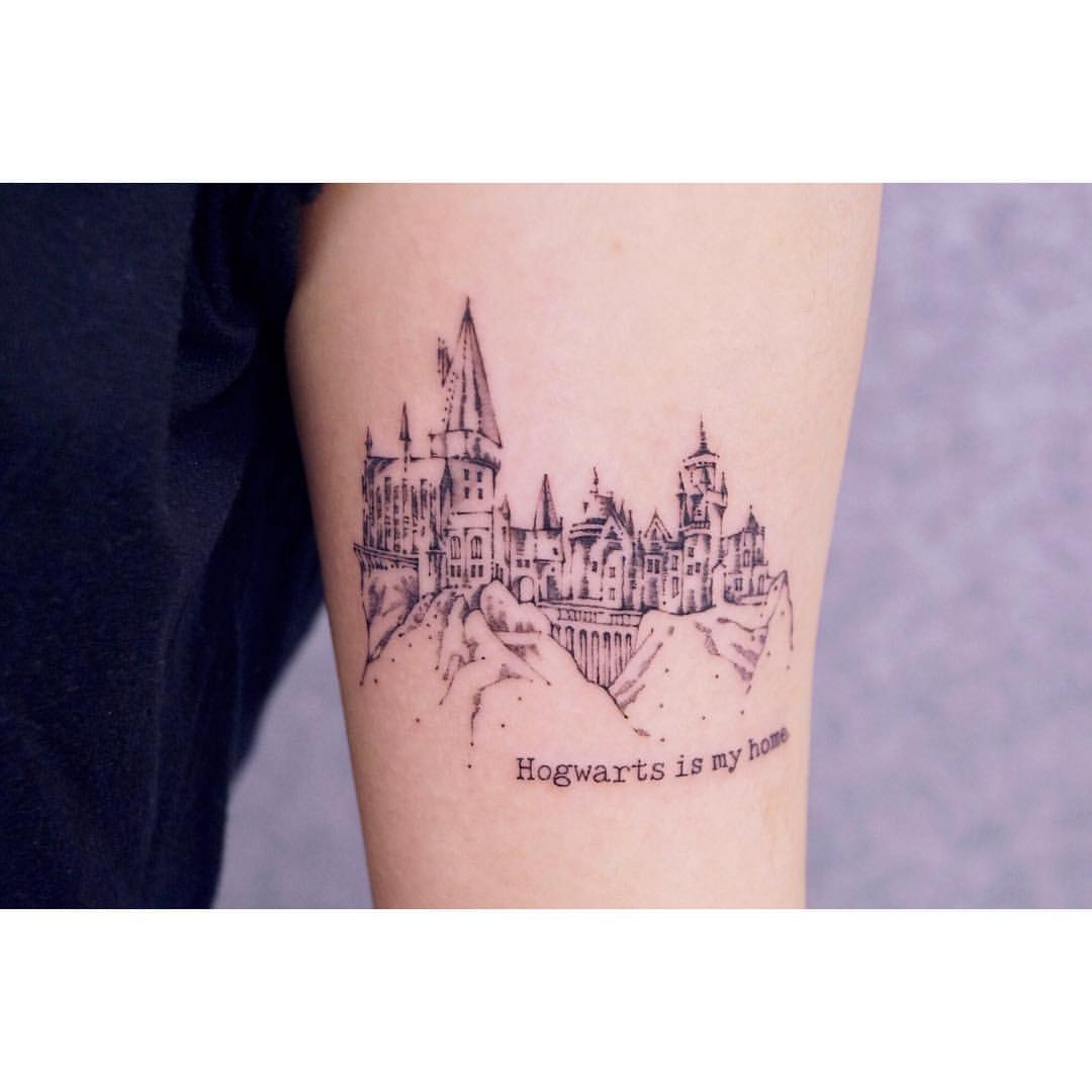 Book lovers tattoo of Hogwarts