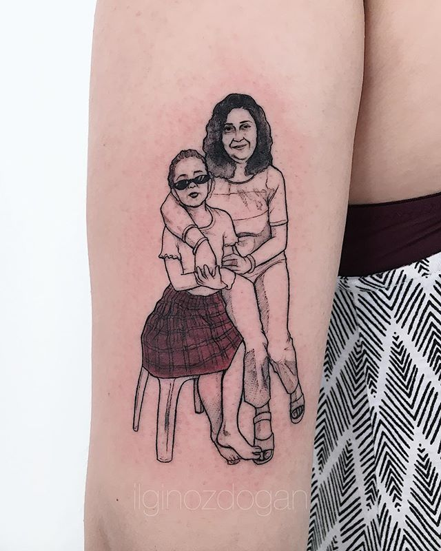 Linework family tattoo of mom and daughter by Ilgin Ozdogan