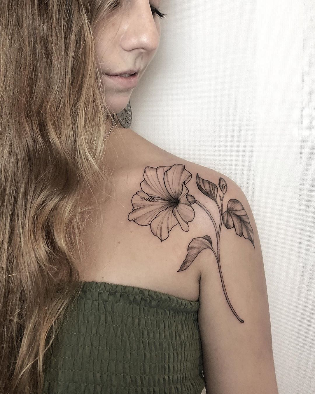 Flower shoulder tattoo from mcapocci