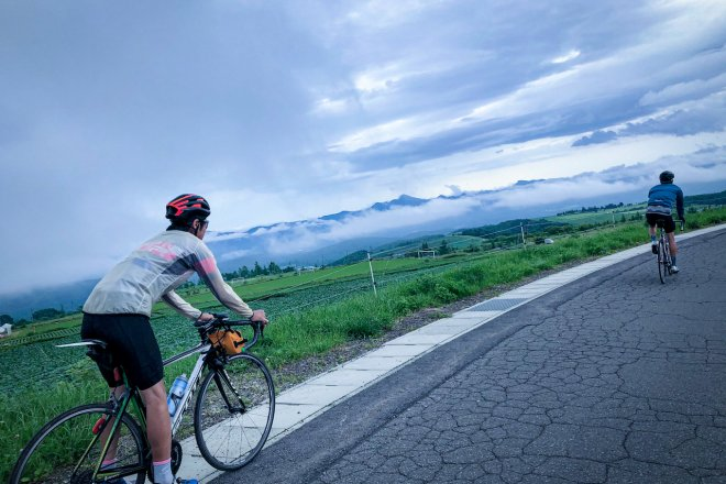 When riding in a group, keep the numbers small and maintain a good distance (Photograph: Makoto Ayano)