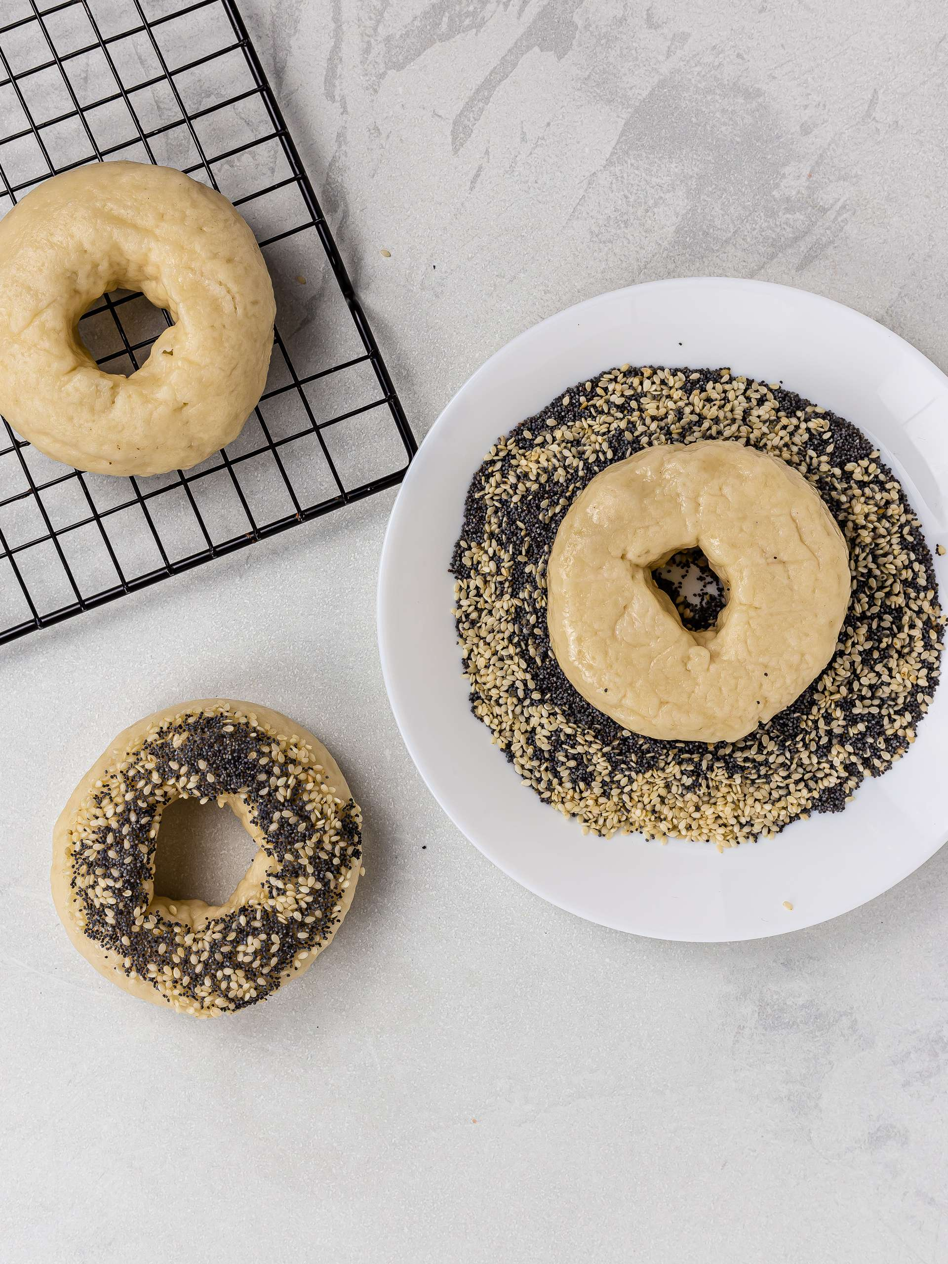 how to coat bagels with sesame and poppy seeds