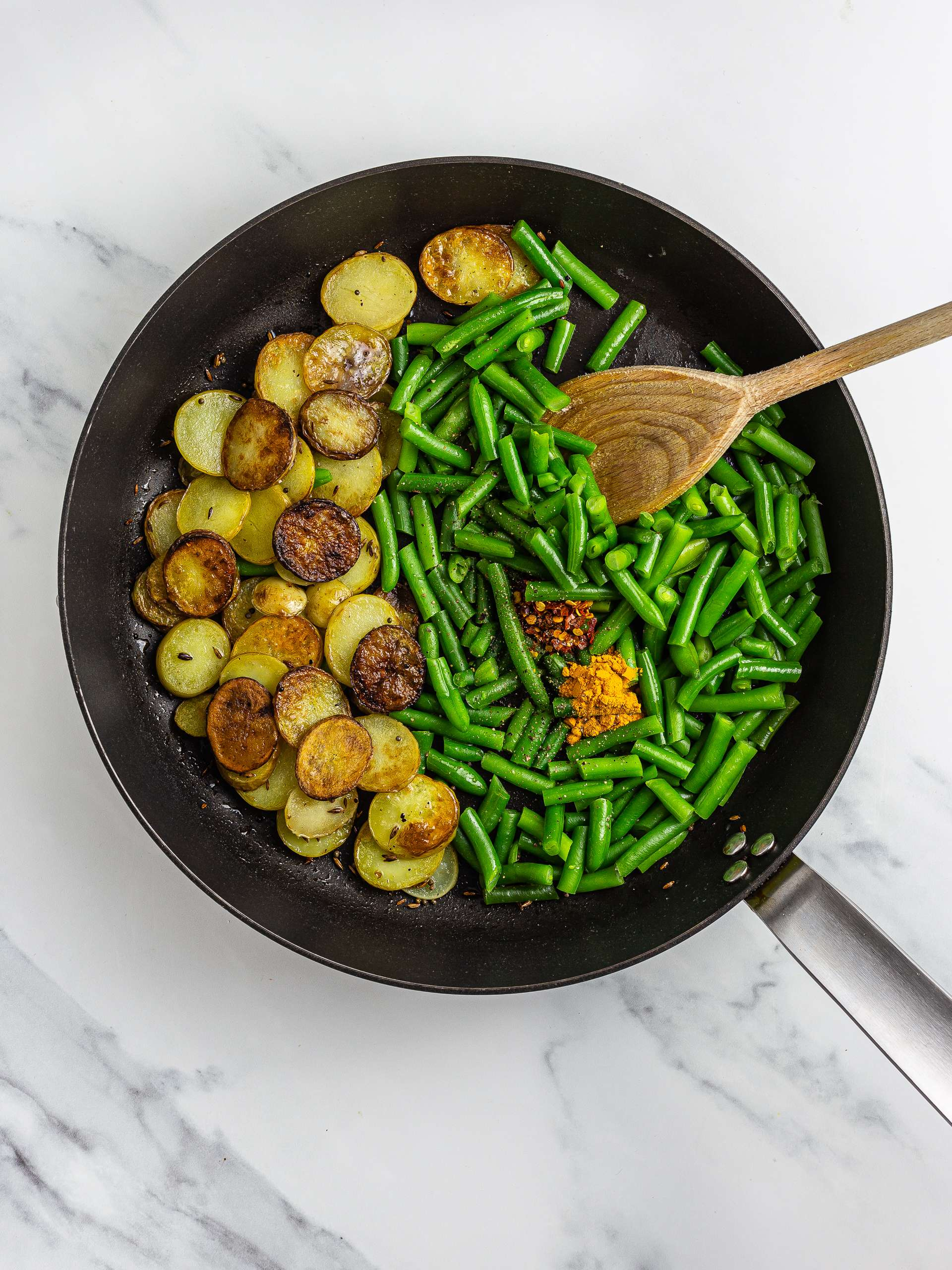 Green beans with aloo in a skillet