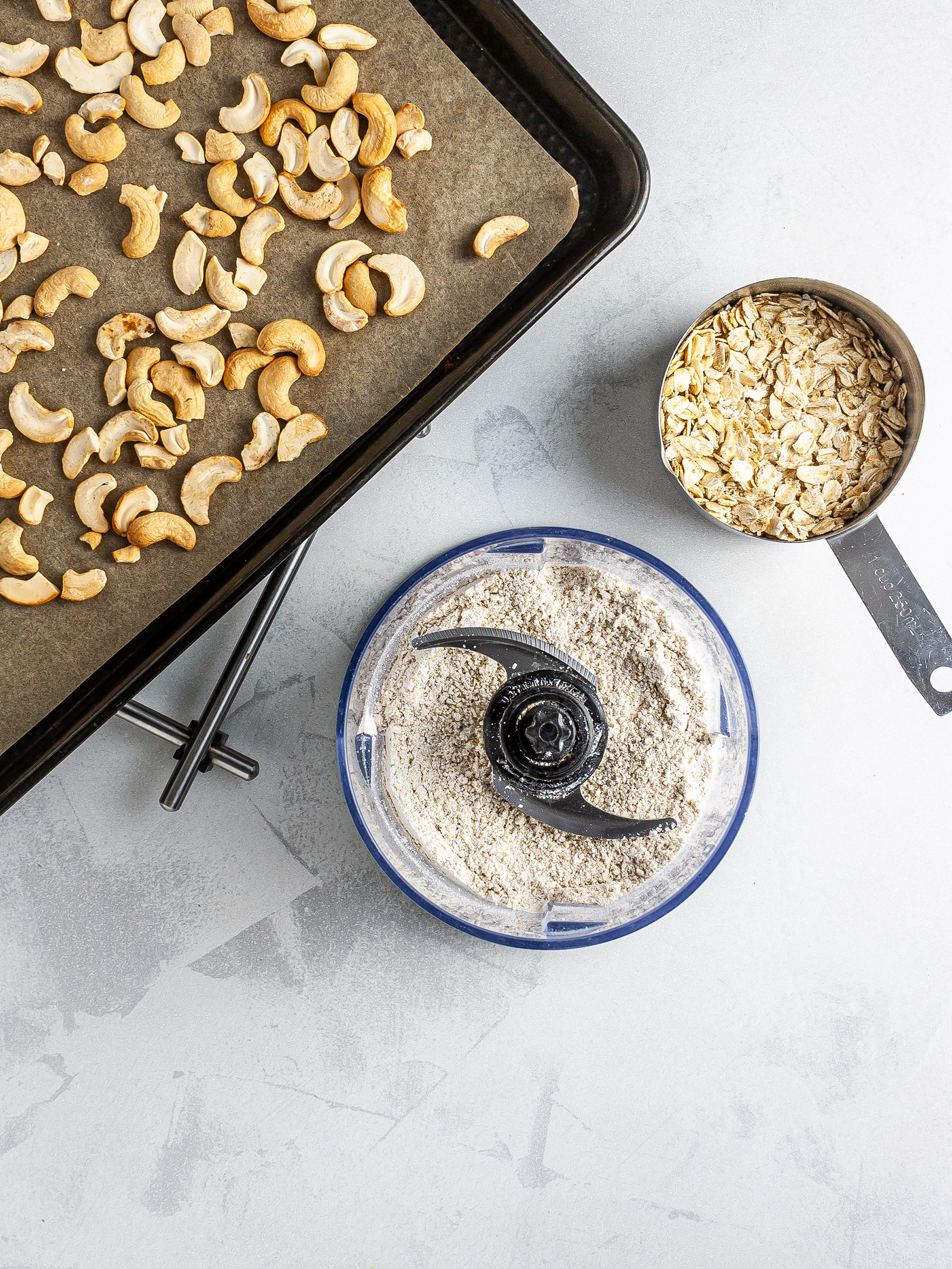 Oat and roasted cashew nut flour