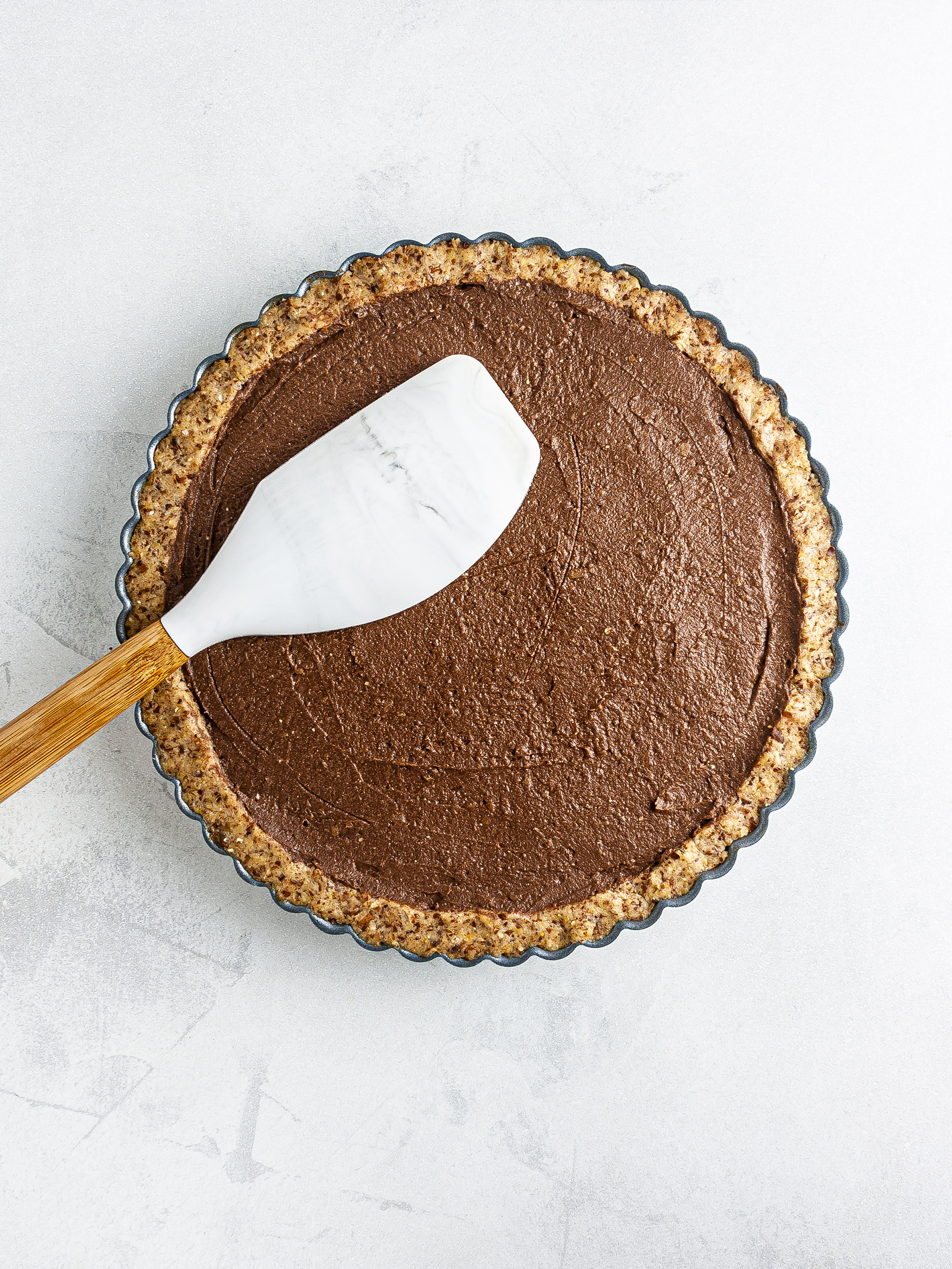 Pie crust filled with the chocolate cream