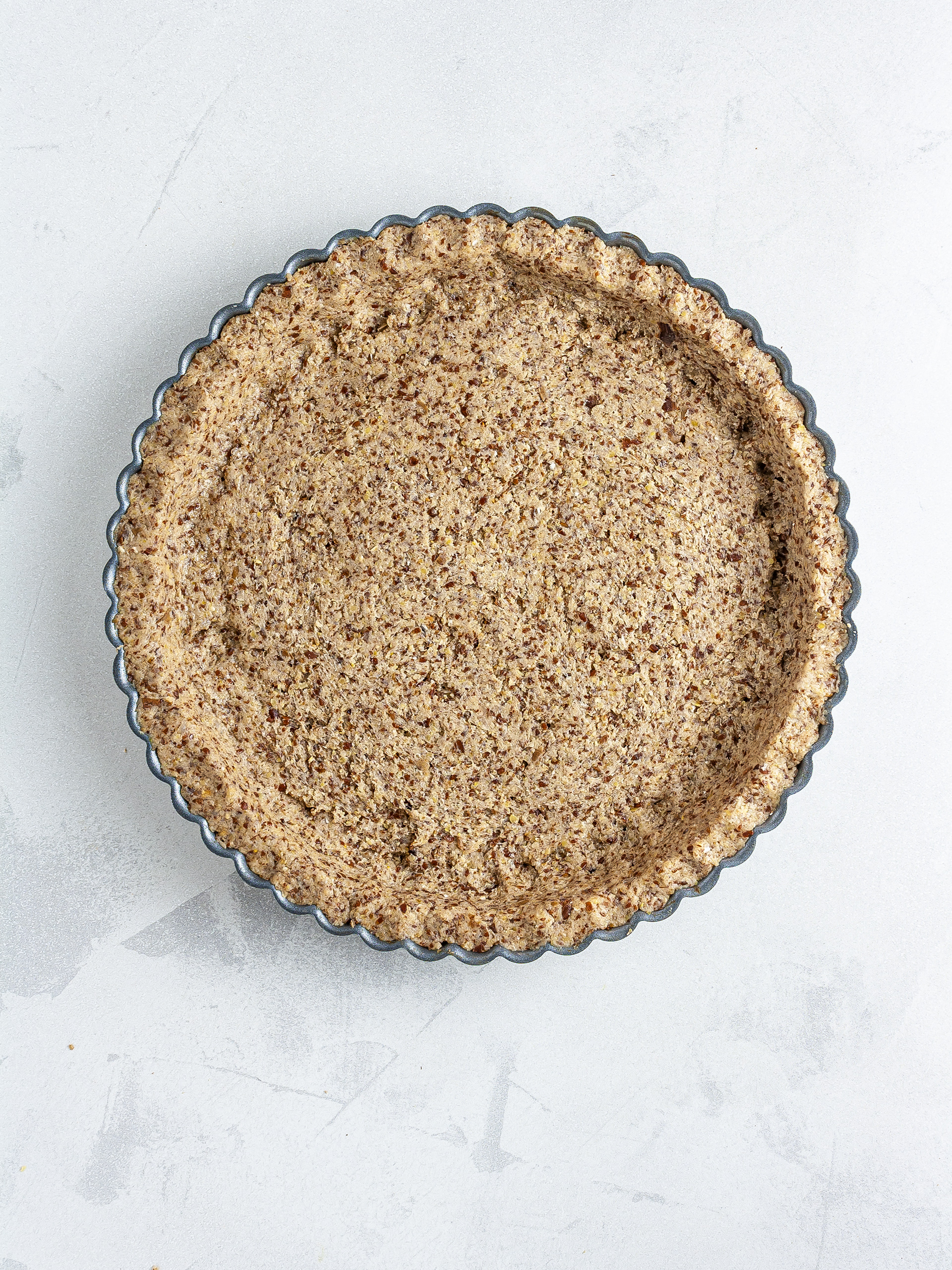 Pie tin lined with the oat crust