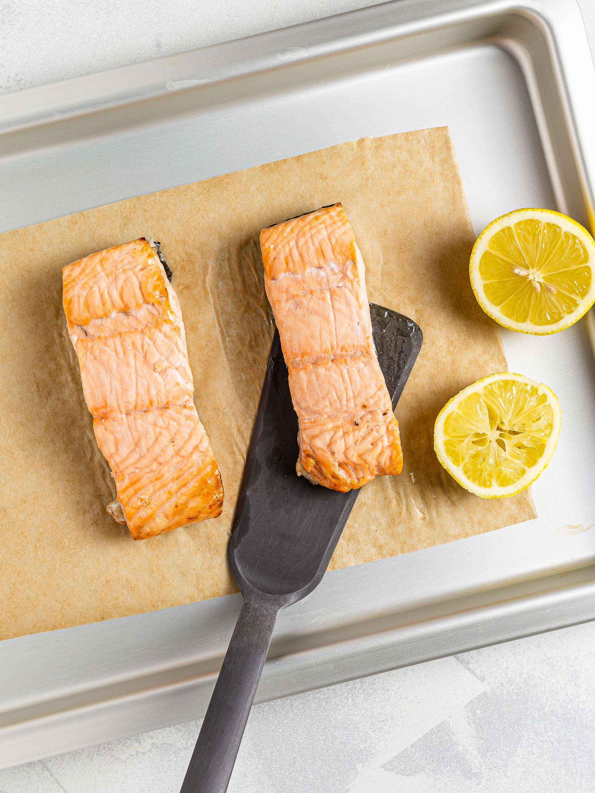 oven baked salmon with lemon juice